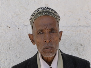 old man chewing khat in Harar